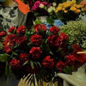 Aranjament funerar roșu