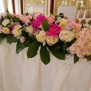 Aranjament prezidiu cu flori roz