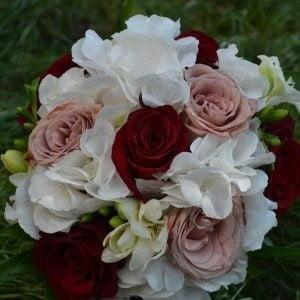 Buchet de mireasă cu hortensie albă