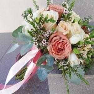 Buchet de mireasă cu trandafiri ivory și cappuccino