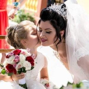 Buchet de nașă cu miniroze și trandafiri
