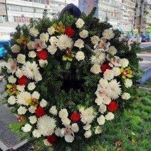 Coroană funerară rotundă cu flori mixte